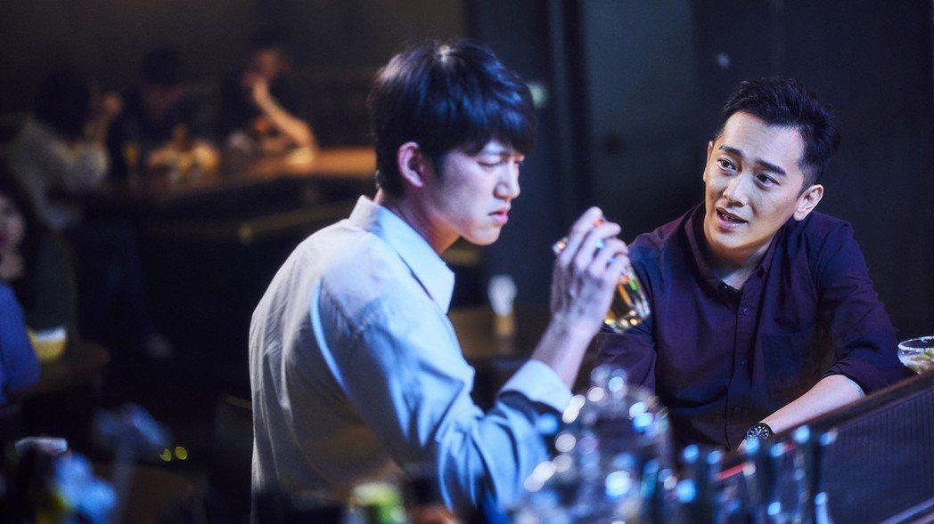 吳慷仁(左)與施名帥對戲被網友虧很有愛。圖/摘自臉書(  ※ 提醒您:禁止酒駕