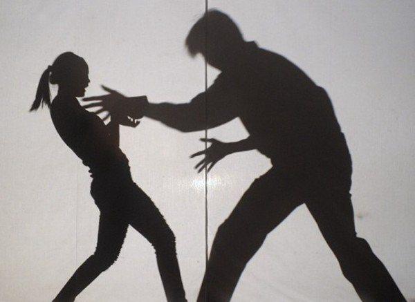 一名女大生在警局旁險遭性侵,死命反抗卻遭毒打。示意圖/Ingimage