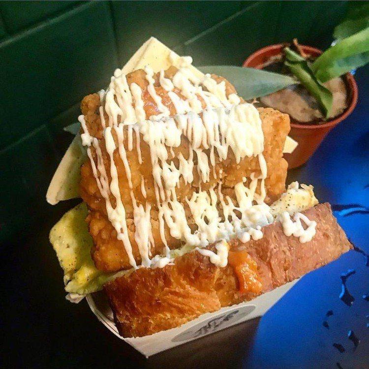 「豐美閤」盒裝吐司好料滿出來超浮誇。圖/IG@3.eat、fb珊の食嗑提供