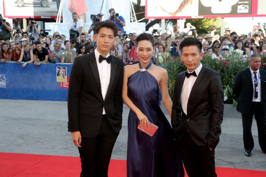 趙德胤(右起)、吳可熙、柯震東兩年多前一起為「再見瓦城」出席威尼斯影展活動。圖/...