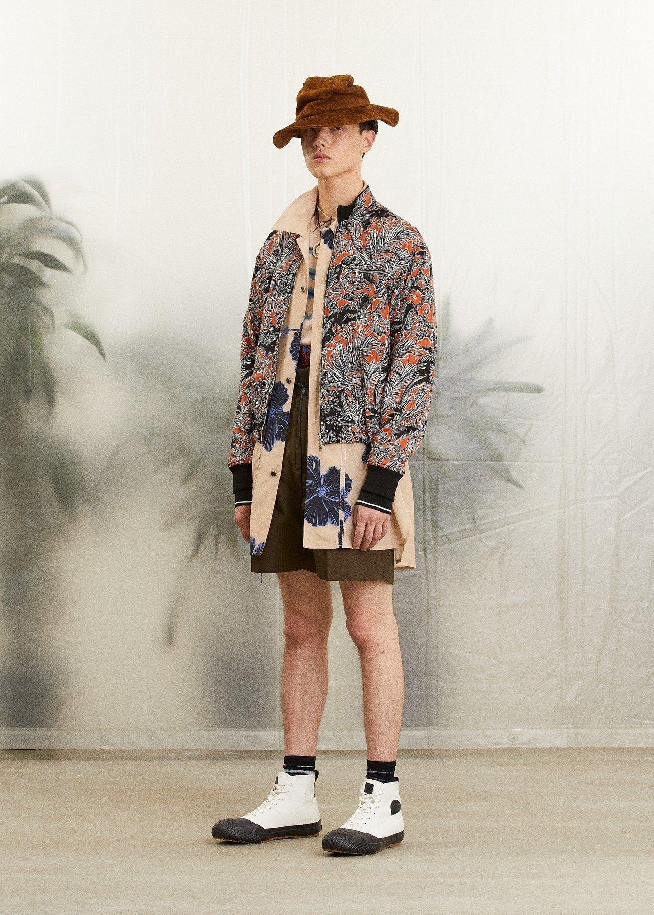 3.1 Phillip Lim棕櫚樹印花外套34,500元、灰褐色紮染寬版T恤8...