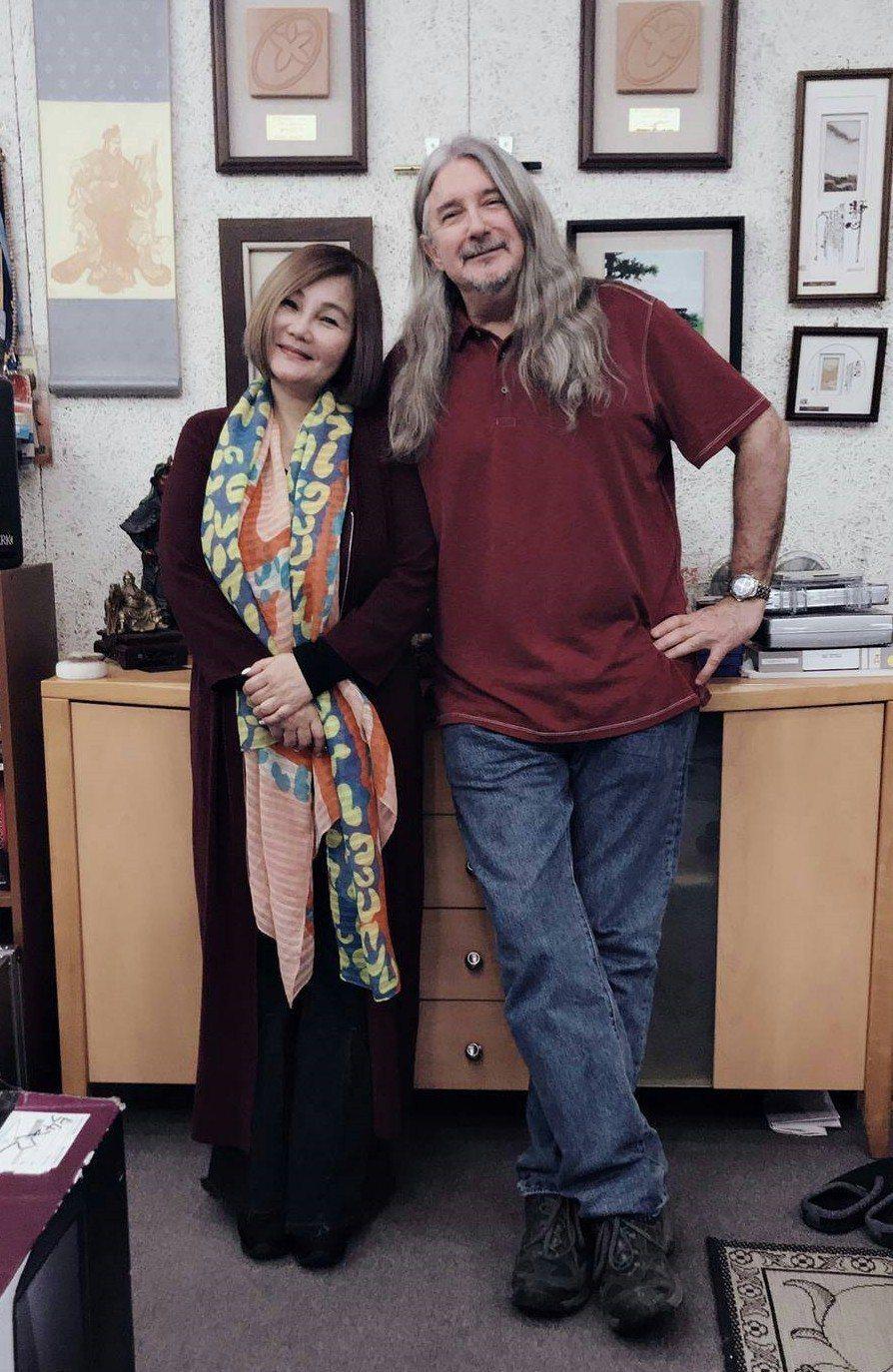 馬修連恩(右)、官靈芝同為「2019客家桐花祭-聽見桐花音樂會」演出嘉賓。圖/新...