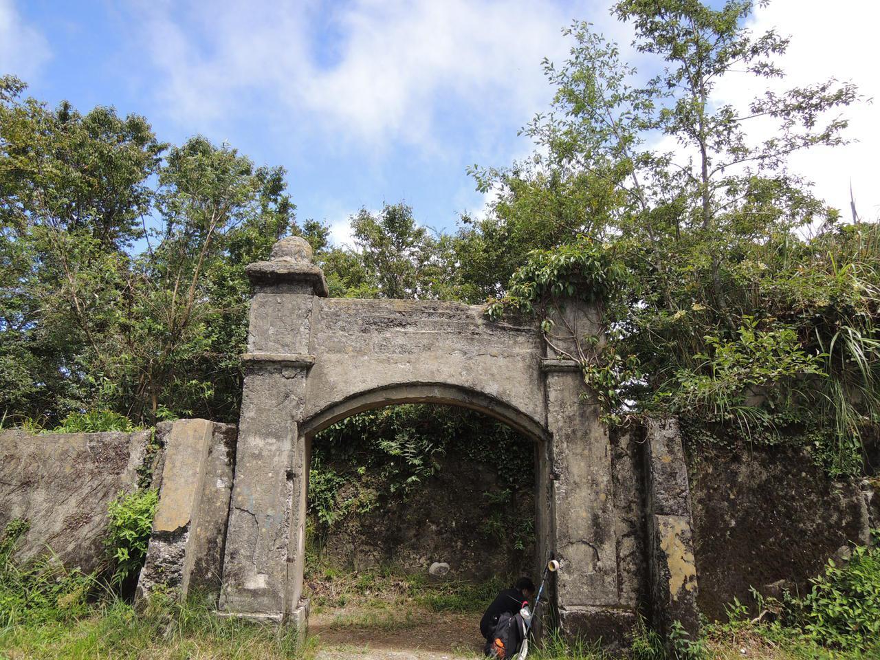 新竹縣尖石鄉擁有100多年歷史的李崠山古堡,在2003年被指定為縣定古蹟,為日治...