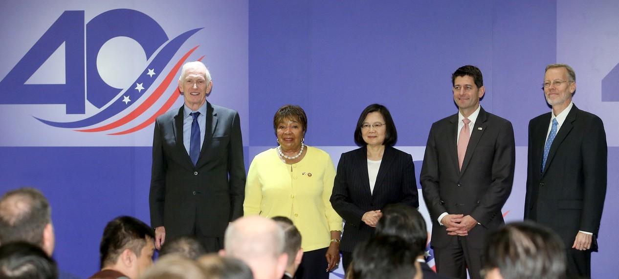 美國在台協會日前在內湖新館舉辦《台灣關係法》40年友誼慶祝酒會,AIT主席莫健(...