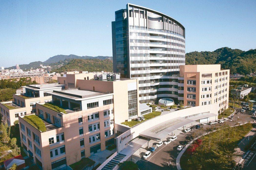 郭台銘捐贈成立的台大醫院附設癌醫中心在2018年12月19日正式啟用。 圖/聯合...