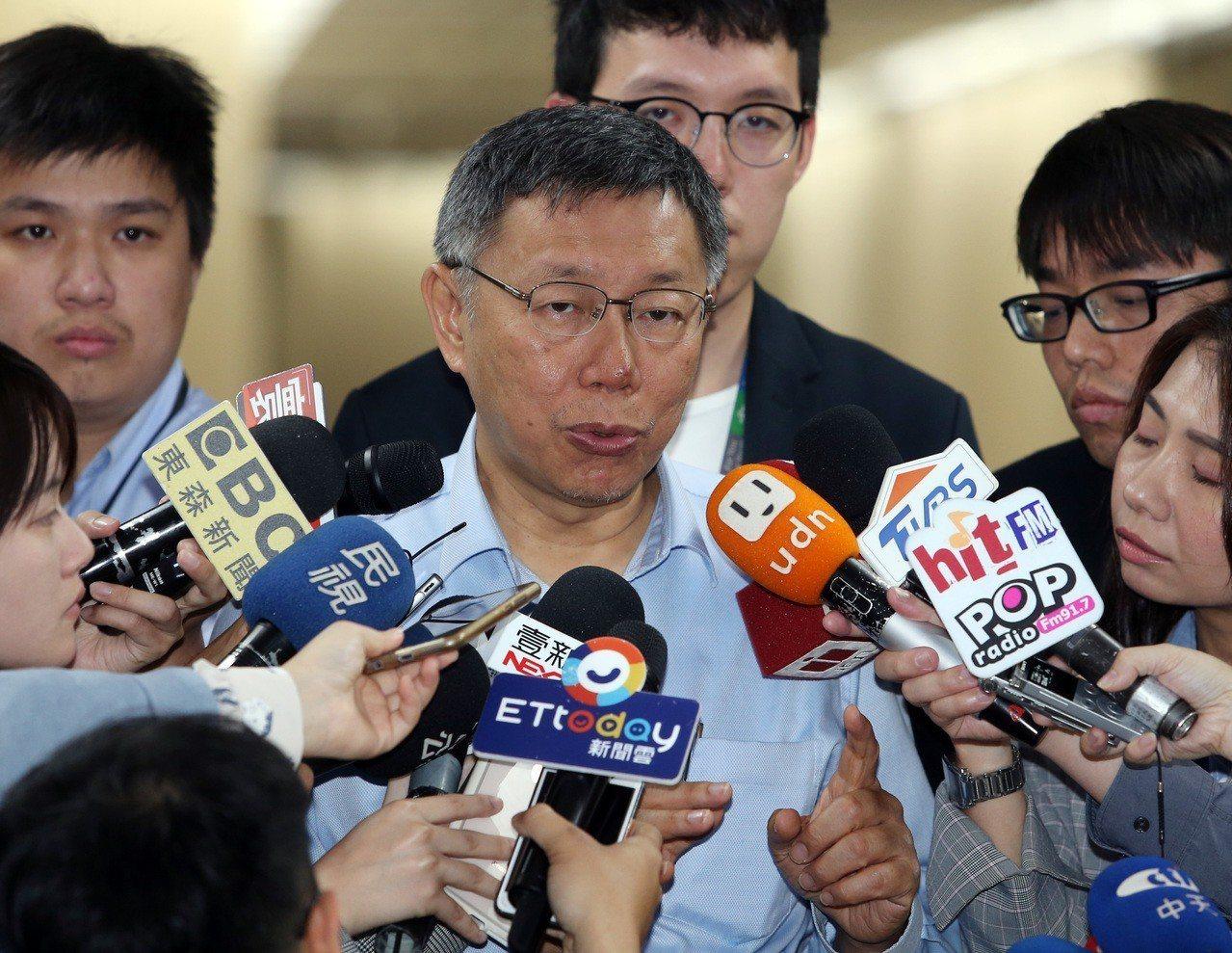 郭台銘投入國民黨總統初選,傳出卡韓陰謀論,台北市長柯文哲上午受訪時,表示這實在是...
