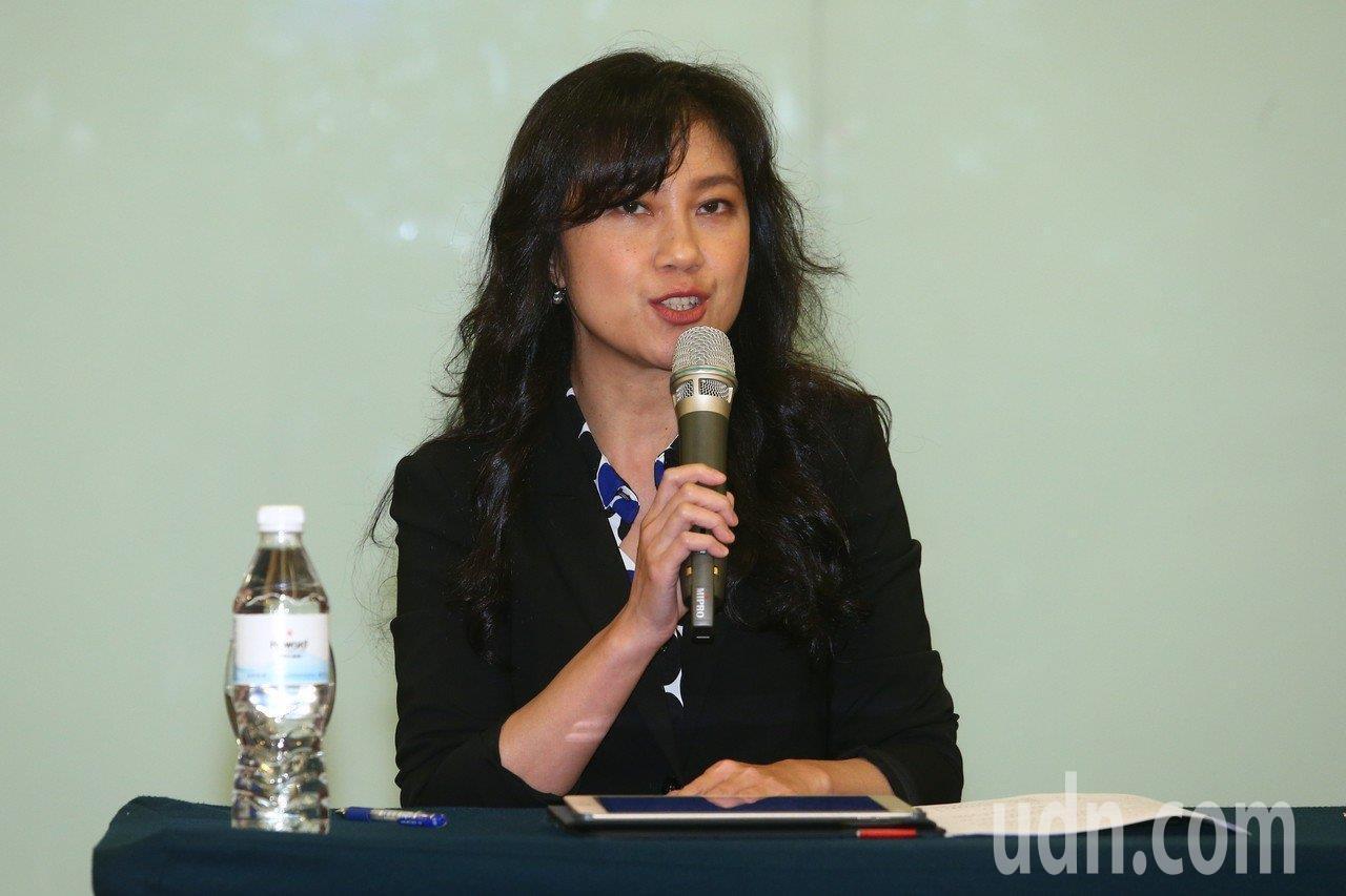 行政院發言人Kolas Yotaka指出行政院在PTT上開設一個類似「官方說明板...