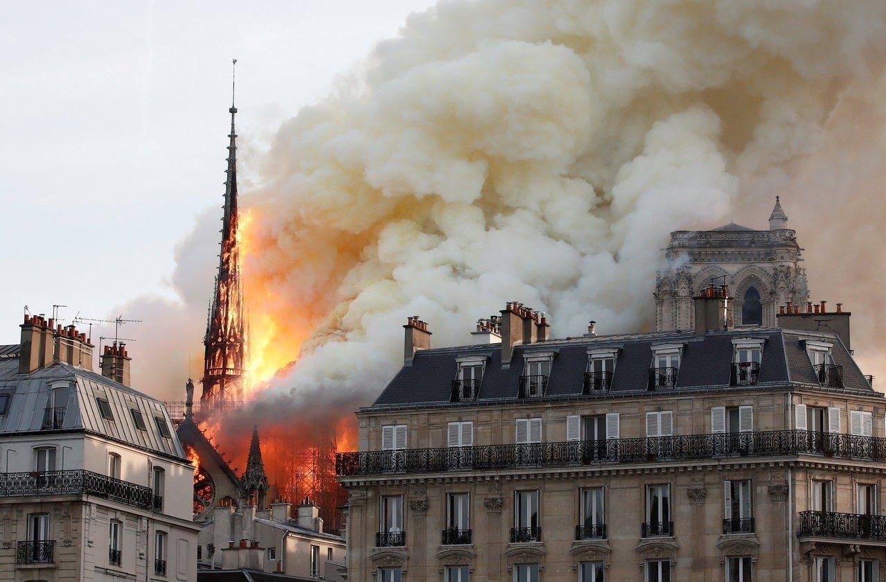 巴黎聖母院15日慘遭火舌吞沒,也讓朱立倫探討文化資產保護與文化意識。 路透