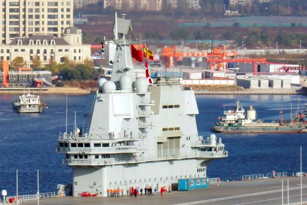 2018年11月,大陸國產航艦完成第三次海試任務,返回大連造船廠。 圖/東方IC