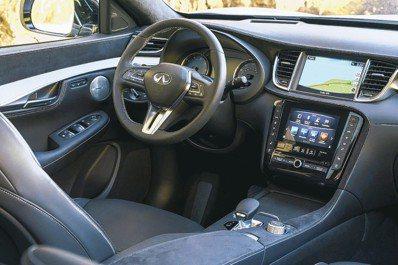 進入以客為尊的駕駛艙,一切操控介面都顯得直覺簡易。 圖/陳志光、INFINITI