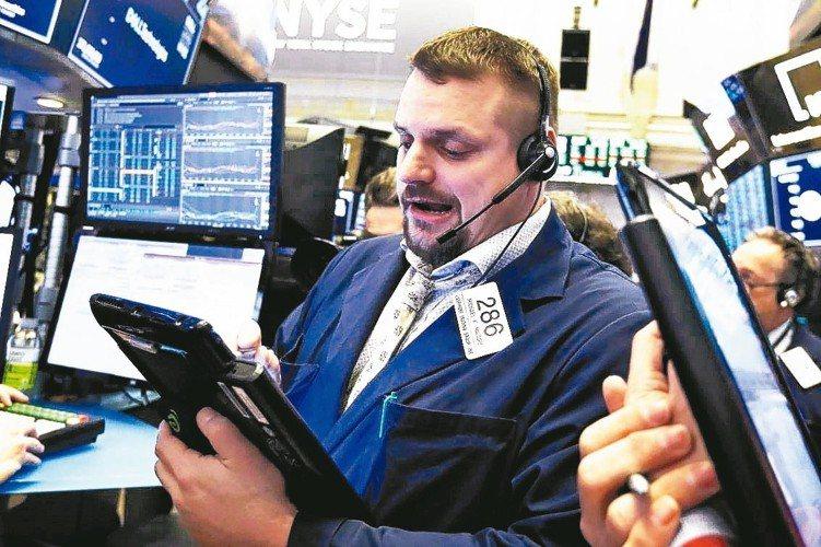 美股連三周周線收紅,各大產業全數走揚。 本報系資料庫