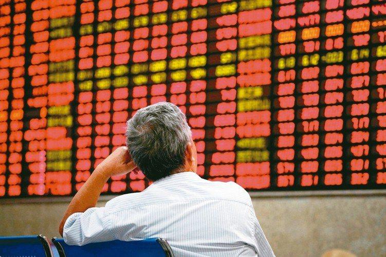 中國大陸公布3月出口數據和社會融資規模,雙雙優於市場預期,可望推升陸股表現。 路...
