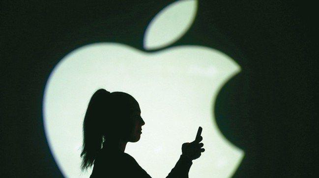 分析師點出蘋果鏡頭供應商玉晶光(3406)近兩年將面臨外在環境及競爭對手的挑戰,...
