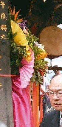 行政院前院長賴清德赴大龍峒保安宮參拜,祈求風調雨順、國泰民安。 記者蘇健忠/攝影