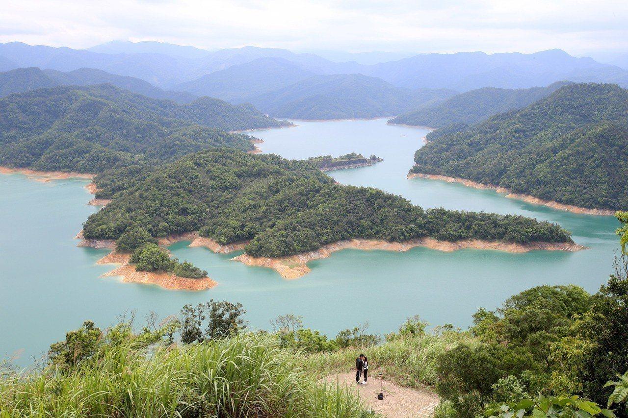 台北市政府從105年起,開始規劃翡翠水庫取水專管計畫,盼可改善因颱風造成民生自來...
