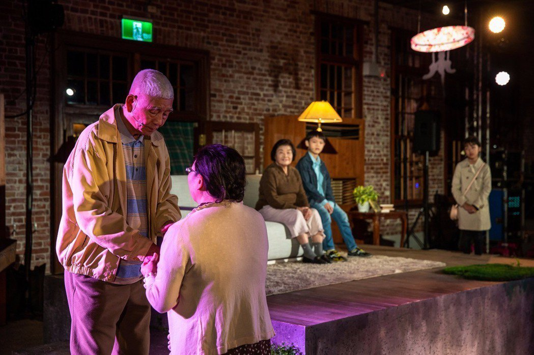 活化歷史《傢俱‧家聚》生命劇場。在古蹟裡,爺奶與孩子共同演繹關於珍惜的故事。 果...