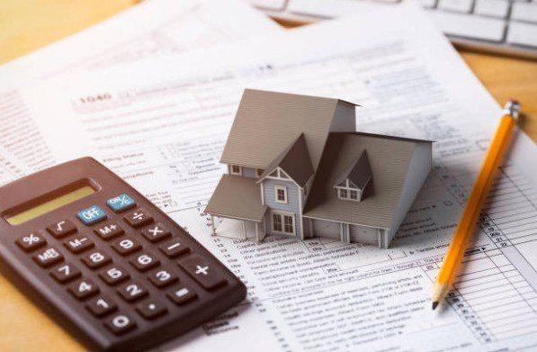 ▲低利時代,民眾多看多比較,可望能爭取到更優惠房貸方案。圖片來源/iStock