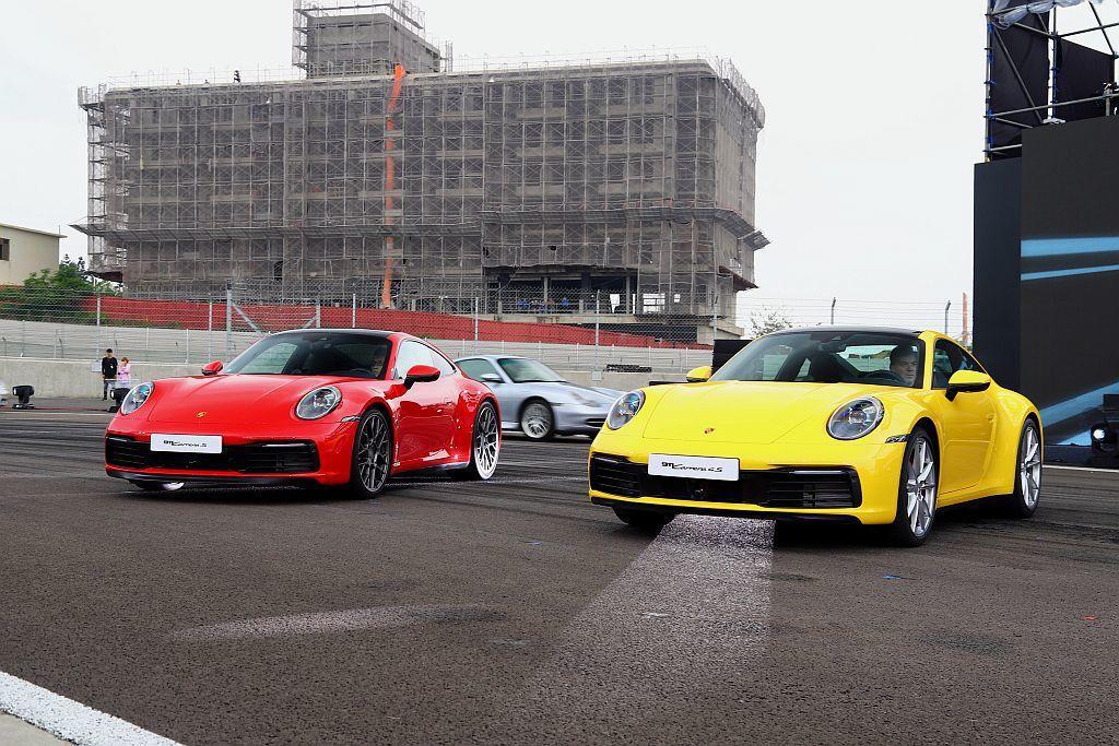 保時捷911 Carrera S和911Carrera 4S均具備450hp強悍...