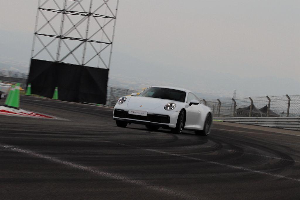 保時捷911 Carrera S和911Carrera 4S搭載的新世代水平對臥...