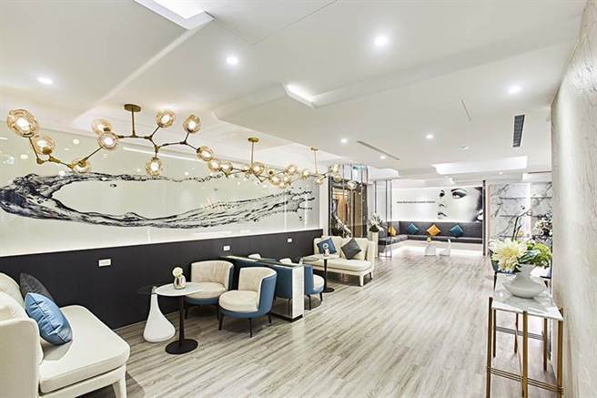 愛爾麗站前旗艦店,設計裝潢完全兼顧舒適、豪華及私密等特點,讓顧客能以最自在的心情...