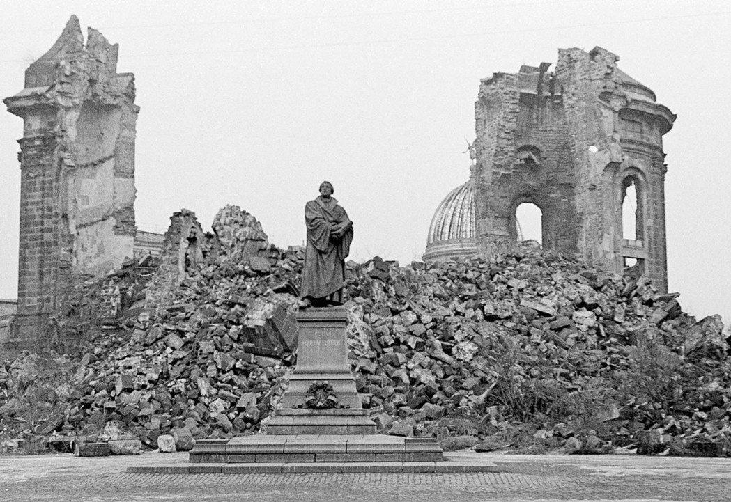 德勒斯登聖母教堂,曾被轟炸到體無完膚。 圖/美聯社