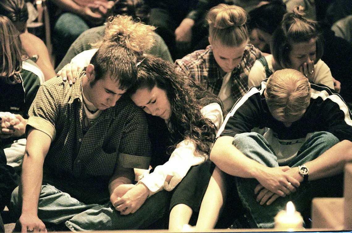 1999年的「科倫拜事件」是美國社會至今仍未癒合的巨大傷口;而瑪麗蓮曼森及重金屬...