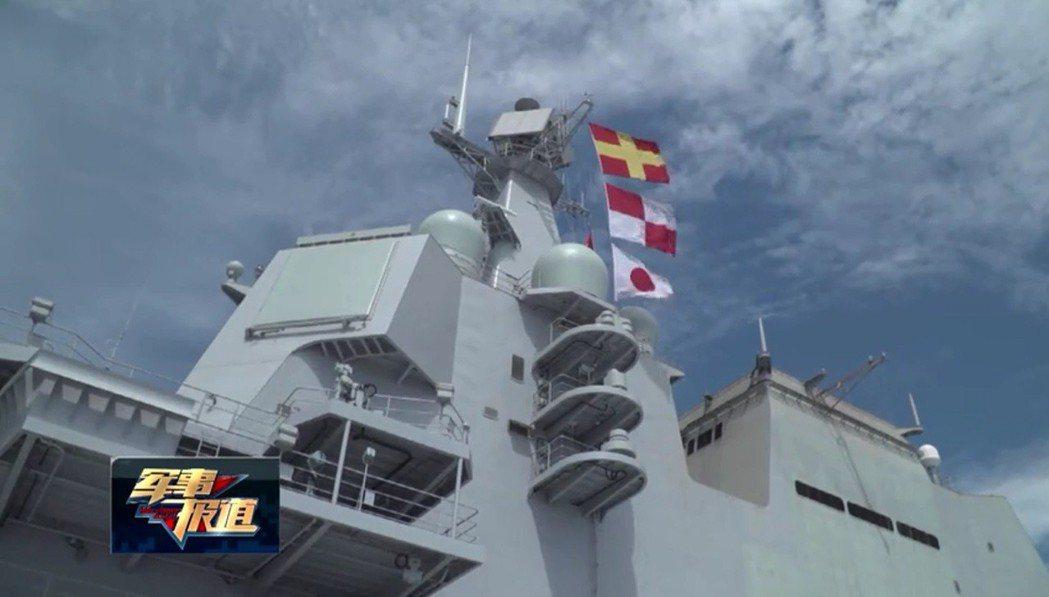 大陸首艘國產航空母艦最近一次海試,艦上懸掛的白底紅色實心旗並非日本國旗,而是國際...