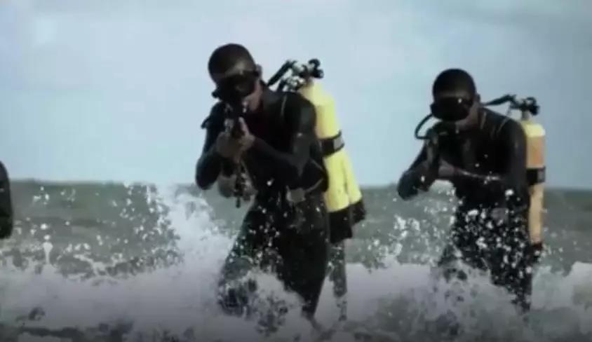為應對不斷增多的傳統與非傳統威脅,中共已大幅擴編海軍陸戰隊。(取自《政知見》)