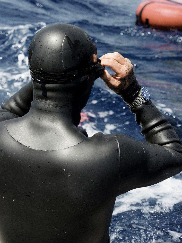 帝舵表特邀大衛貝克漢突破自我,挑戰自由潛水運動。圖/帝舵表提供