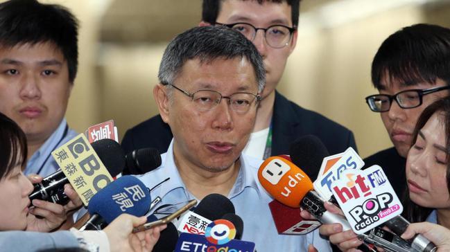鴻海郭台銘投入國民黨總統初選,傳出卡韓陰謀論,台北市長柯文哲上午受訪時,表示這實...