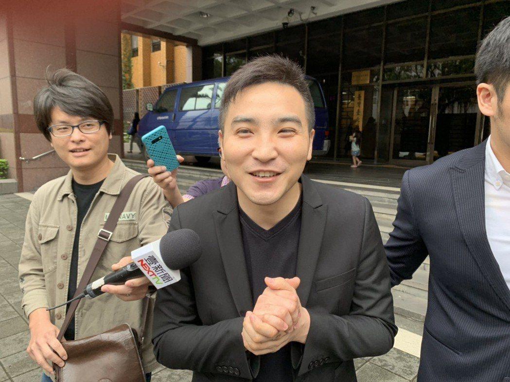 谷阿莫被控違反著作權法,今天到台北地院出庭。記者王聖藜/攝影