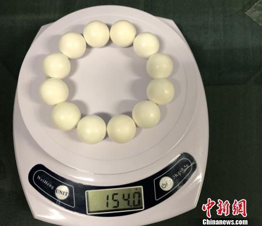 蘭州海關18日表示,日前對台北入境航班進行監管時,查獲一件違法攜入的硨磲製品。(...