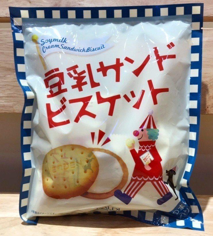 人氣商品豆乳夾心餅乾,酥脆的餅乾中夾入豆乳製成的濃郁奶油醬,78元。圖/Glob...