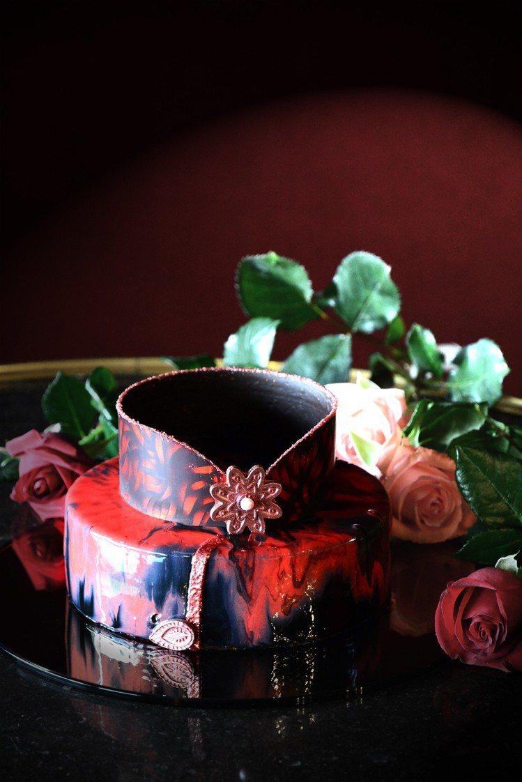 造型吸睛的「玫瑰夫人」旗袍蛋糕。圖/君品酒店提供