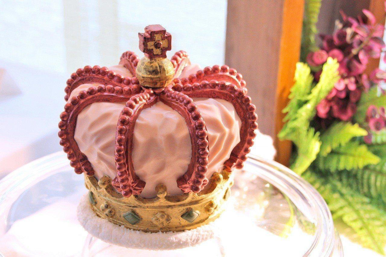 「女王的皇冠」皇冠造型維妙維肖。圖/日月千禧提供