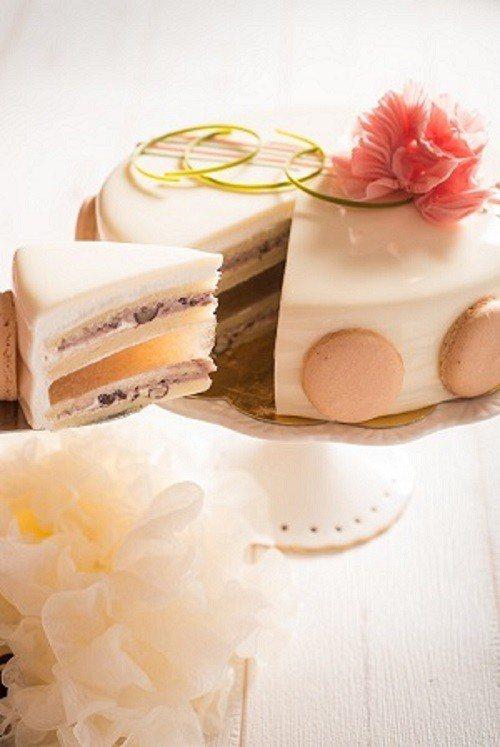 「藏愛美肌蛋糕」大膽使用富含膠原蛋白的白木耳與紅棗夾層,可以吃得到木耳的膠質感。...