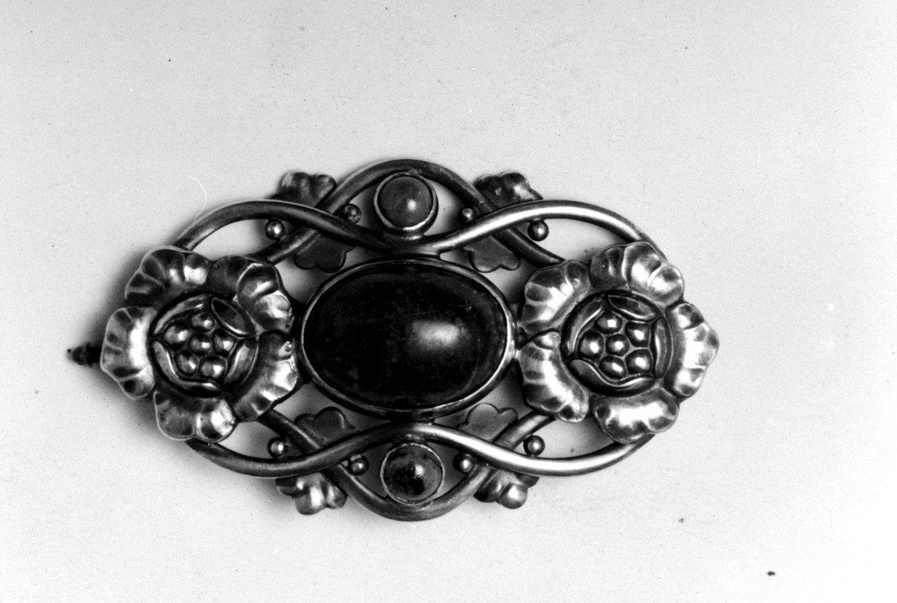 喬治傑生編號89骨董純銀綠松石瑙胸針。圖/喬治傑生提供