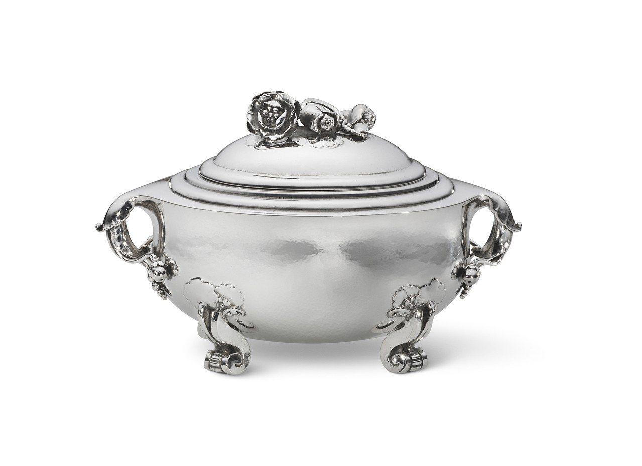喬治傑生銀雕糖果盒 No. 262,曾被紐約大都會博物館收藏,據說喬治傑生本人認...