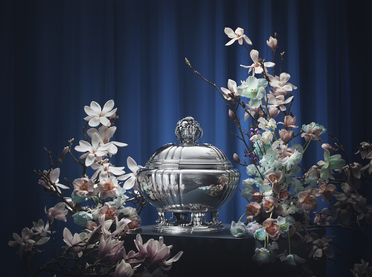 喬治傑生編號270銀雕花錦湯盅,耗時1000小時重現喬治傑生本人百年前的設計,5...