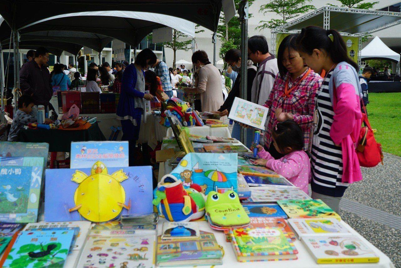 讀創生活市集最特色店家一次體驗。圖/國立公共資訊圖書館提供