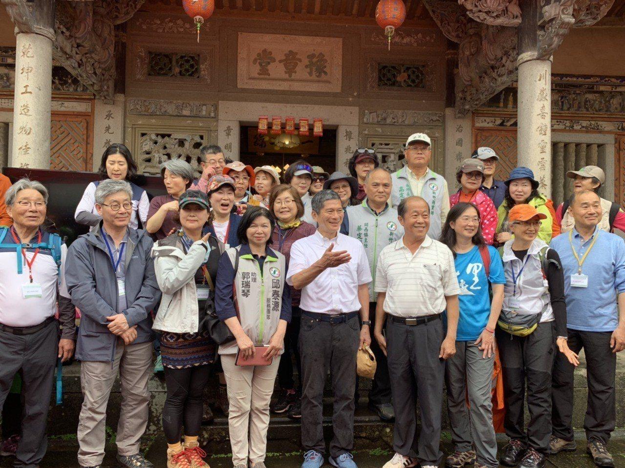 客委會今天邀請韓國濟州島偶來步道協會30人走訪「Raknus Selu樟之細路」...