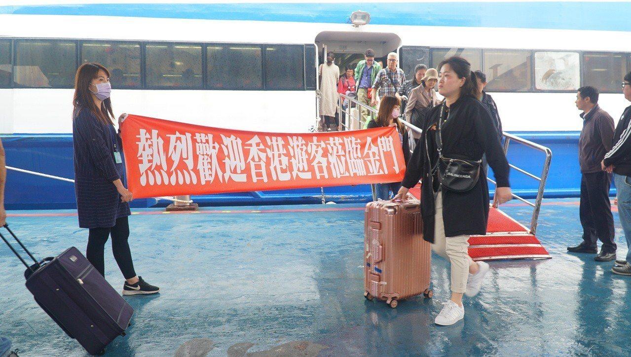 金門縣政府上月到香港推觀光,近日傳出好消息,今天起至21日有將近700位旅客到金...