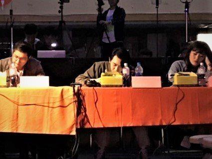 台中二中年度學生歌唱大賽「二中聲」今舉辦決賽,歌手李友廷(中)獲邀擔任評審。圖/...