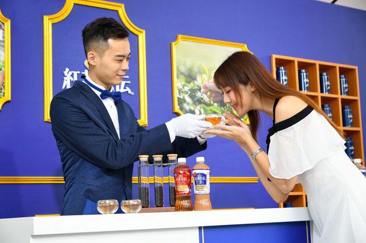 「紅茶花伝」以手摘汀布拉茶製作,輕嗅茶香瀰漫鼻腔。圖/紅茶花伝提供