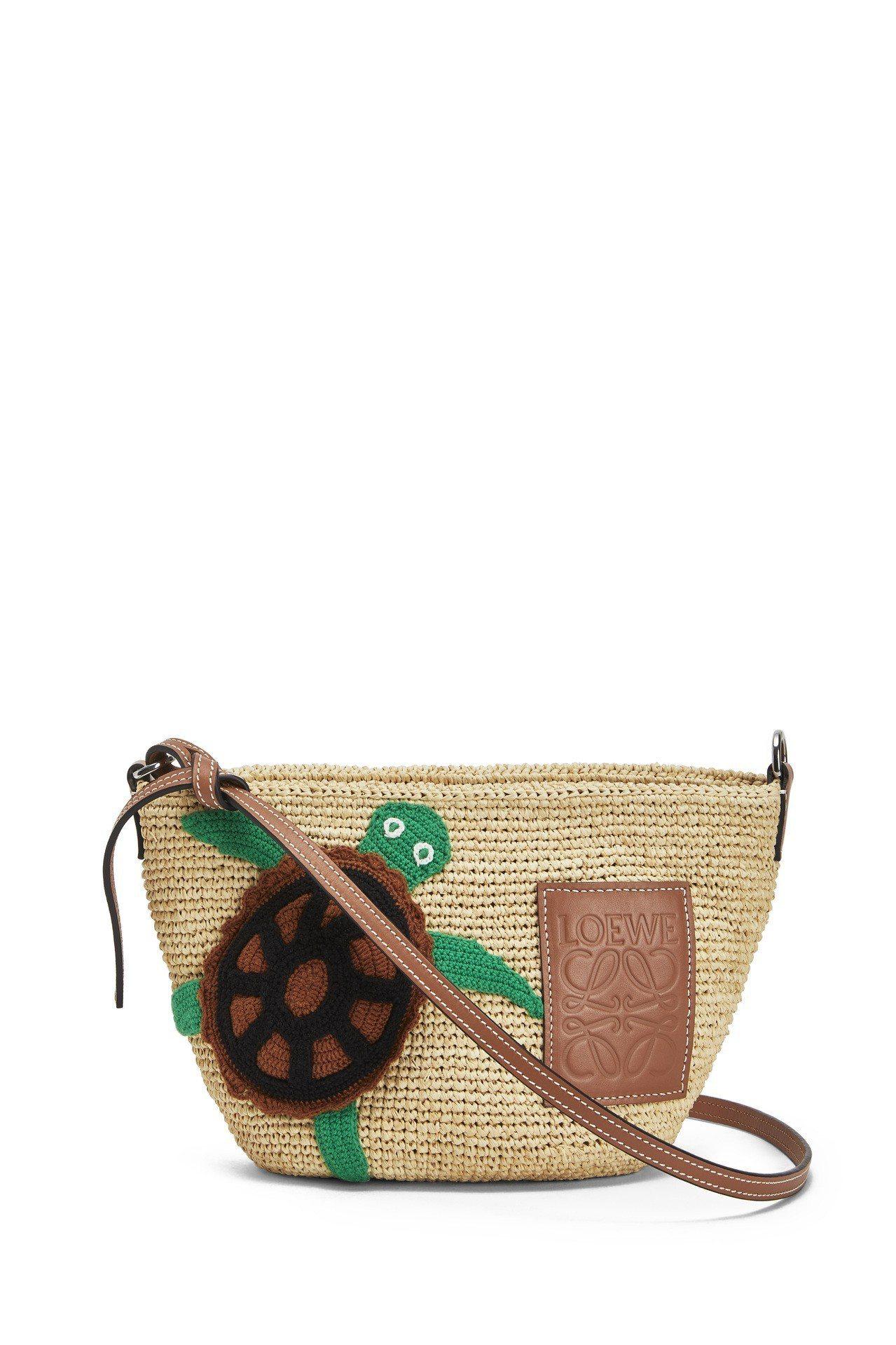小海龜酒椰葉編織提包,價格店洽。圖/LOEWE提供