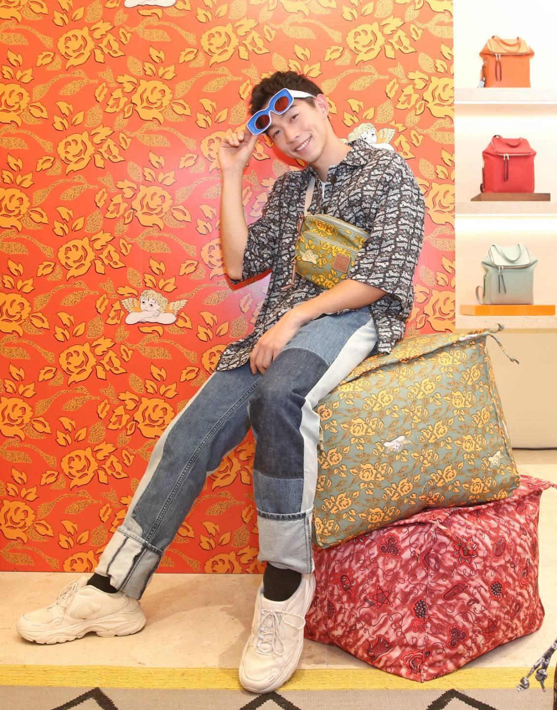 王可元身穿2019 Paula's Ibiza夏季特別系列,現場看中高調浮誇的太...
