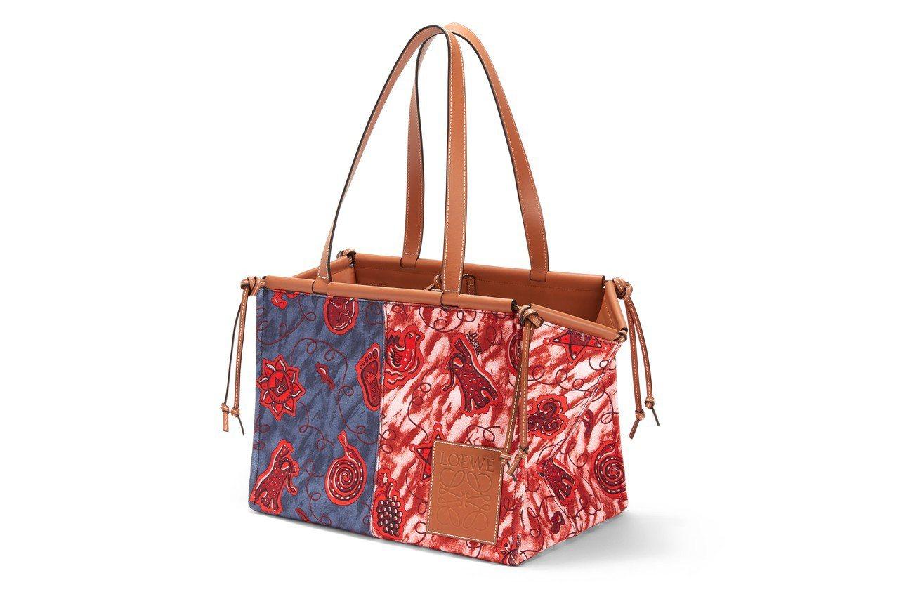 Cushion Paula's藍紅雙色印花肩背提包,售價39,000元。圖/LO...