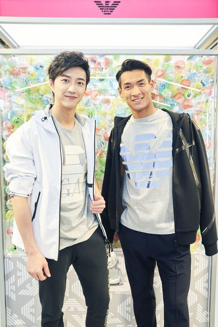 江宏傑(左)與日本知名足球選手槙野智章一起合照。圖/華研提供