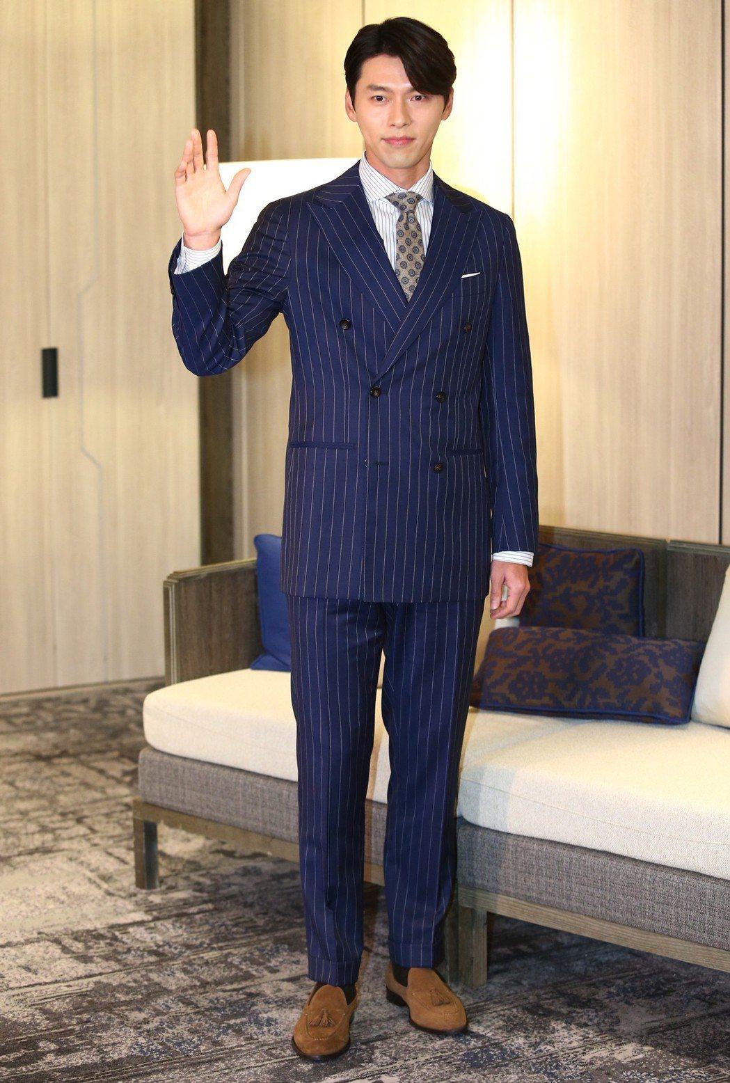 玄彬穿上西裝,完全就是劉代表。記者王騰毅/攝影