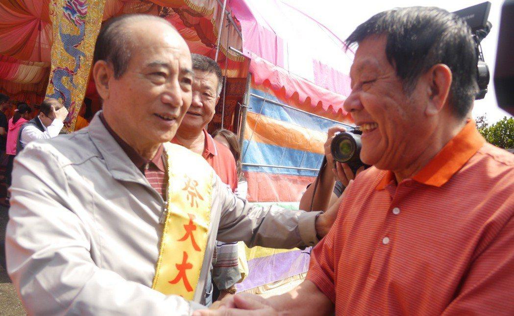 立法院前院長王金平(左)說,韓國瑜若參選,會以「人各有志」來看待。 記者徐白櫻/...